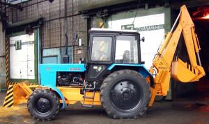 Экскаватор с фронтальным отвалом Борекс – 2202 на базе трактора BELARUS