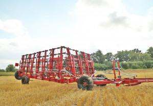 Комплекс для внесения в почву минеральных удобрений и средств защиты растений РЕАЛ